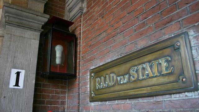 Raad van State negatief over wetten van Rutte
