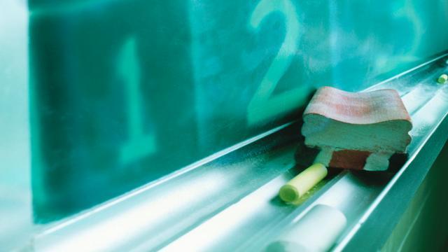 Docent ontslagen na tongzoenen leerling (13)