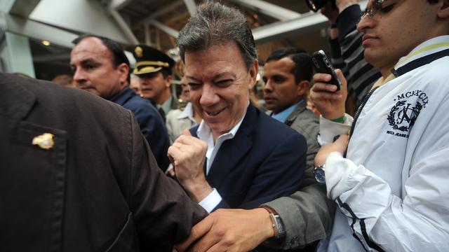 President Colombia plast in broek tijdens speech