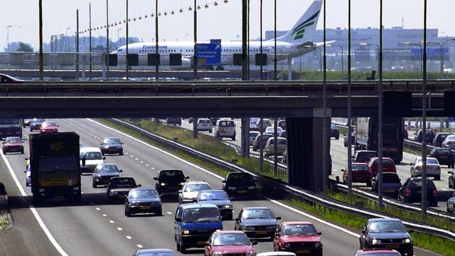 Ongeluk bij Schiphol stremt verkeer op A4