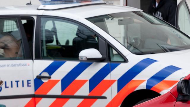 Twee automobilisten rammen politieauto's