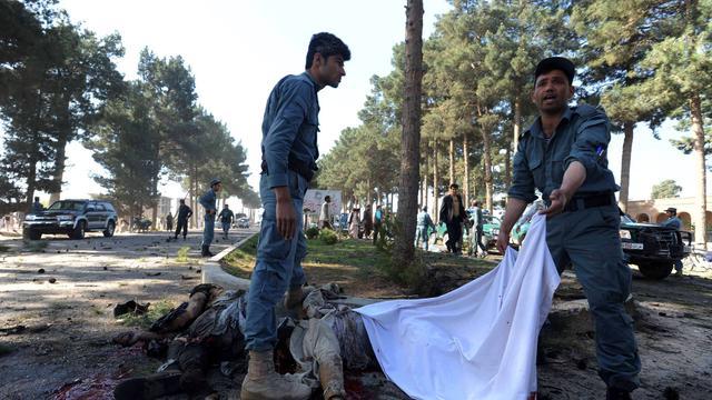 Zeker twaalf Afghaanse bruiloftsgangers dood door bermbom