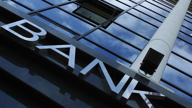 Banken trekken beurzen omlaag