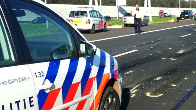 Truck ramt wagen wegwerkers op A73