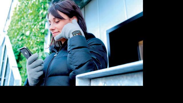 Touchscreen-vriendelijke handschoen bevat headset