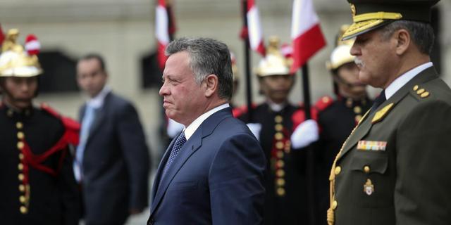 Koning Jordanië beëdigt nieuwe regering