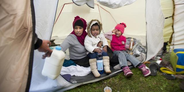 'Handreiking' Teeven asielzoekers tentenkamp