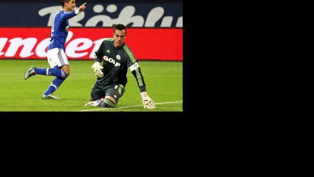 Afellay trefzeker voor Schalke 04