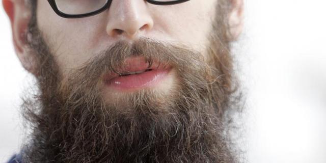 Kuiken woont 41 dagen in baard van man