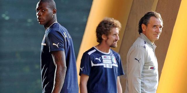 Italië met Balotelli tegen Denemarken