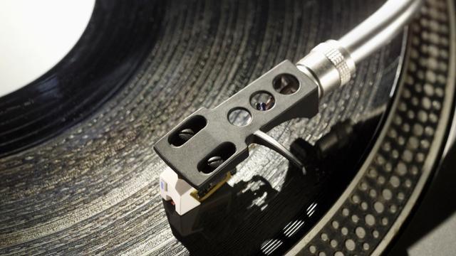 Britse verkoopaantallen vinyl terug op niveau van 1996