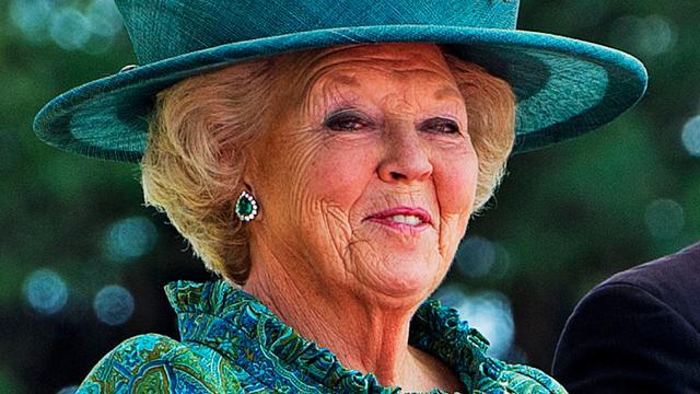'Koningin Beatrix doet afstand van troon'