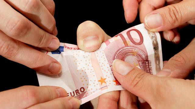 Vertrouwen in financiële instellingen licht gestegen