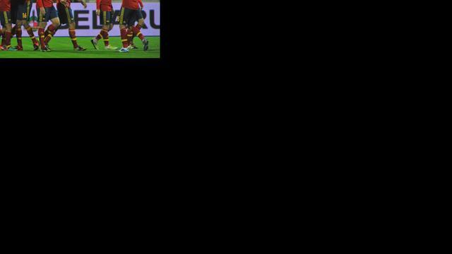 Pedro loodst Spanje langs Uruguay, Engeland wint van Brazilië