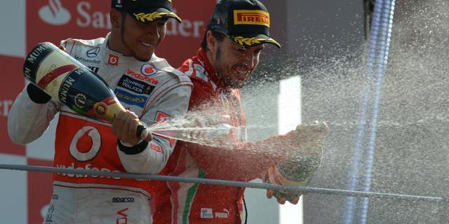 Hamilton vindt dat Alonso wereldtitel verdient