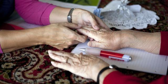 Reumapatiënten waarschuwen over beperking fysio