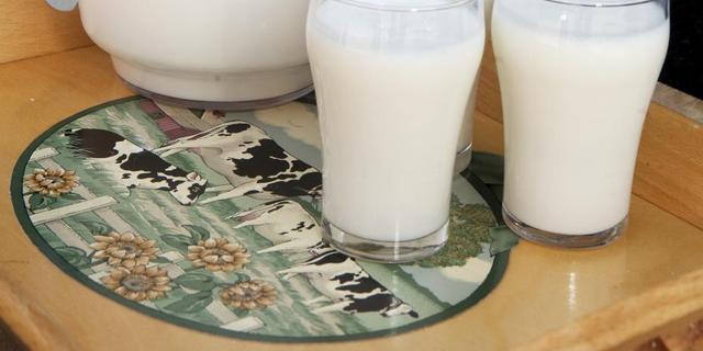 'Veel melk drinken is helemaal niet zo gezond'