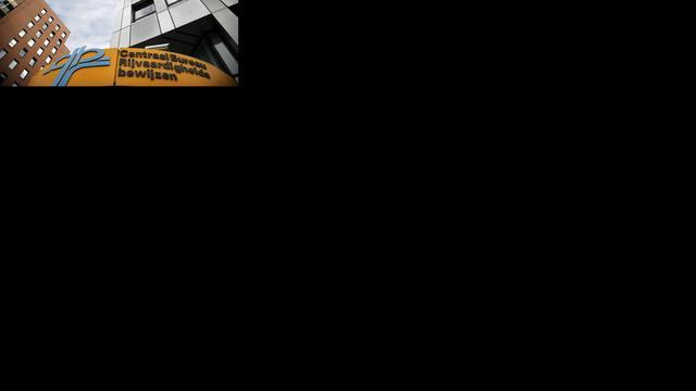 Man 'spiekt' via opgeplakte telefoon tijdens theorie-examen