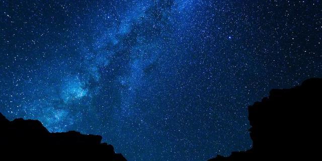 Mysterieuze lichtbol aan de hemel is waarschijnlijk rotsblok