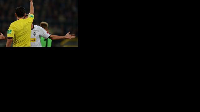 Ploeggenoot Rivaldo krijgt rood na shirtwissel in rust