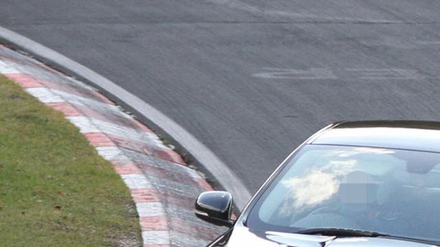 Jaguar jaagt XFR-S over de Ring
