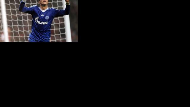 Huntelaar en Afellay schieten Schalke langs Arsenal