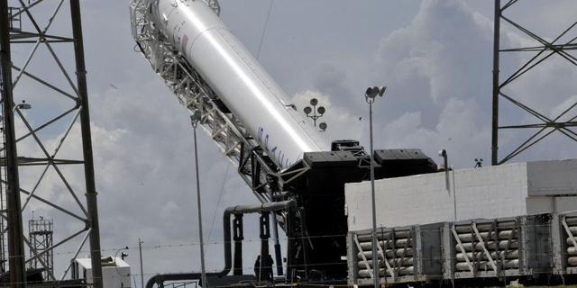 Commerciële ruimtecapsule rondt missie af