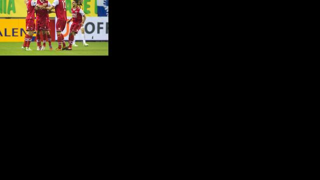 AZ bezorgt Vitesse eerste nederlaag