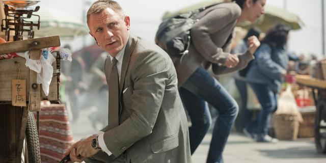 James Bond-schrijver vindt filmpersonage 'te zwak'