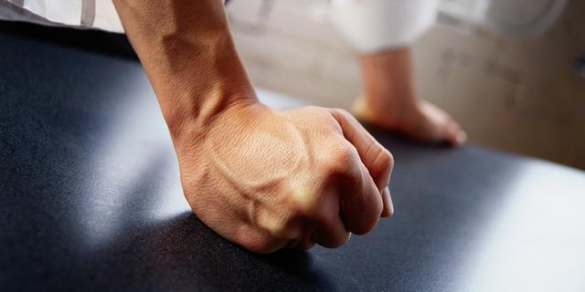 Huiselijk geweld en dierenmishandeling vaak gepaard