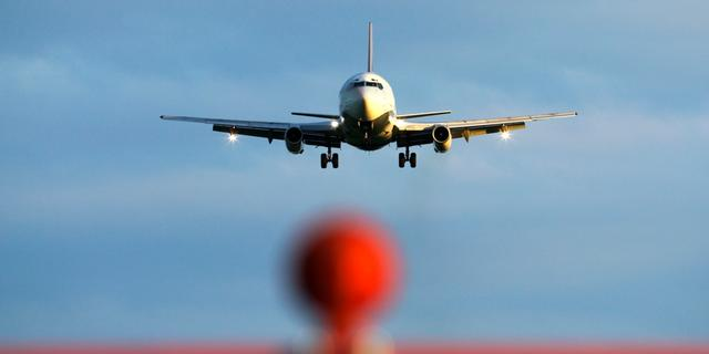 'Verruim regels voor gebruik elektronica in vliegtuig'
