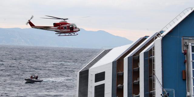 Costa Concordia blijft nog lang liggen