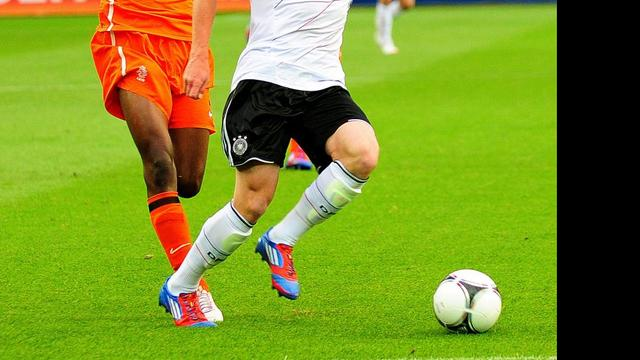 Talent Bazoer verlaat PSV en tekent bij Ajax