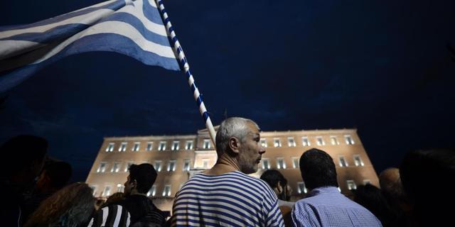 'Over halfjaar verder praten over Griekenland'
