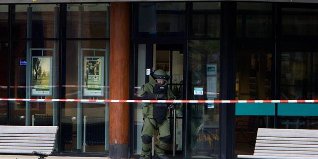 Aanhouding om verdacht pakketje bij bank Rijswijk