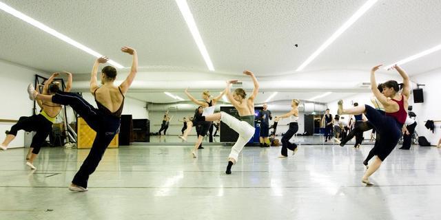 Directeur Nederlands Dans Theater neemt ontslag