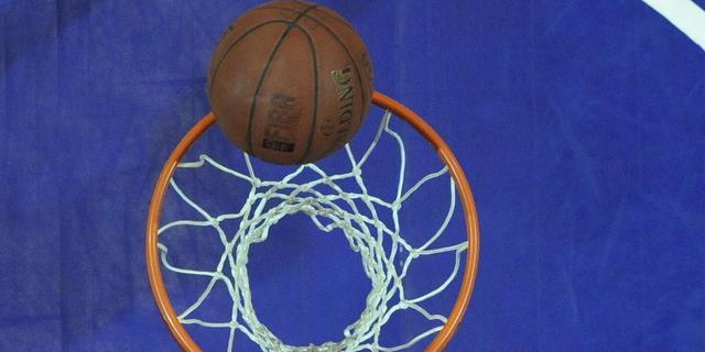 Basketballers verliezen met punt verschil
