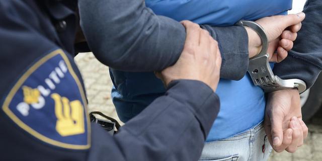 Politie pakt 17 leden Haagse motorclub op