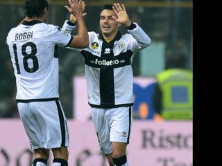 Zonder Wesley Sneijder gaat de ploeg van Andrea Stramaccioni onderuit. Napoli weet wel te winnen.