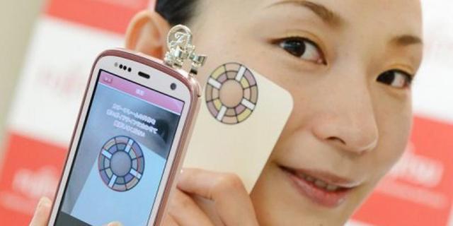 Mobieltje Fujitsu meet gezondheid van huid