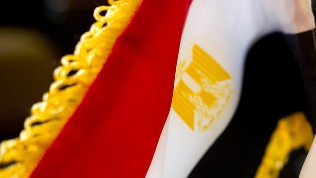 Egypte probeert wegvloeien geld in te dammen