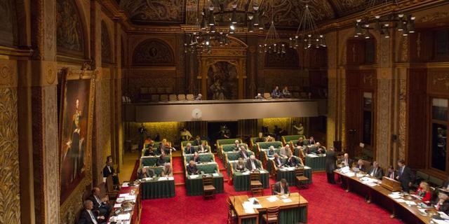 Eerste Kamer verwerpt voorstel kleinere gemeenteraden
