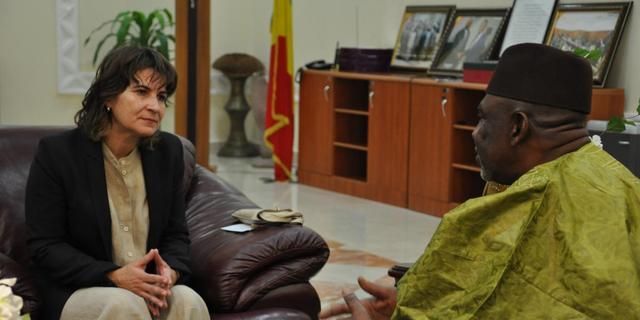 Minister kaart adoptieproblemen Ethiopië aan
