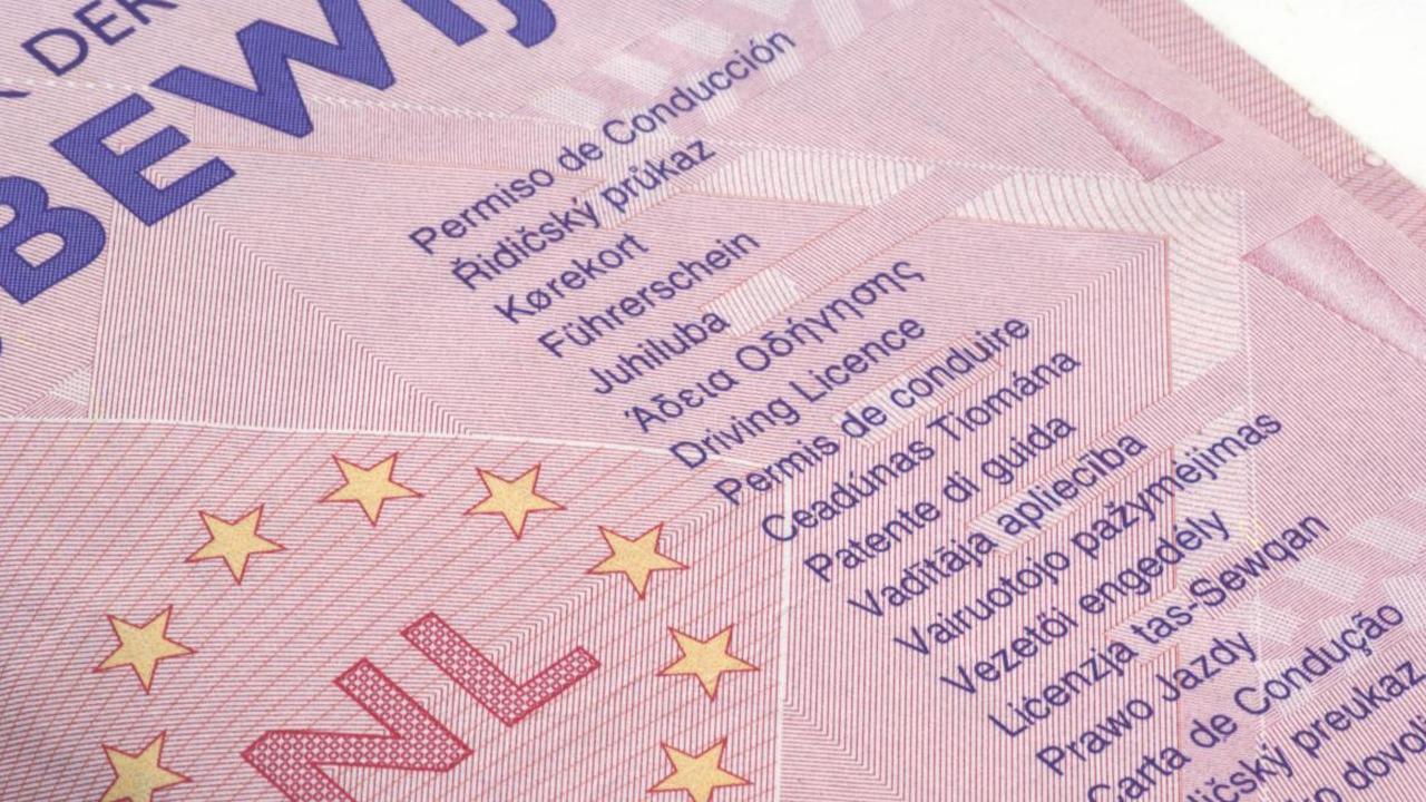 Certificaten van rijbewijsexamens die vanaf mei verlopen blijven langer geldig - NU.nl