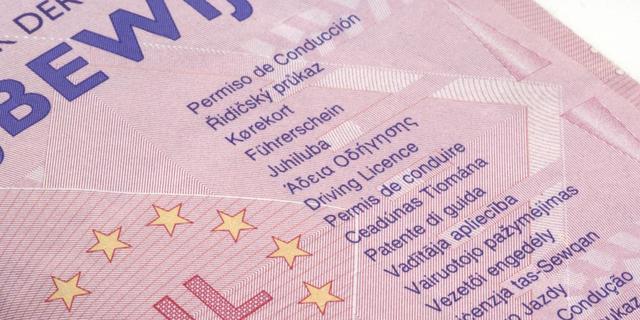 Europese Commissie verlengt geldigheid van verlopen rijbewijzen