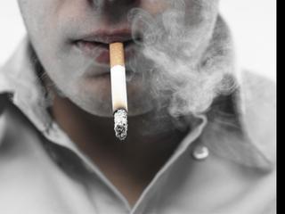 Door gebrekkige ventilatie van pand hebben buren 'zware overlast' van 75-jarige roker