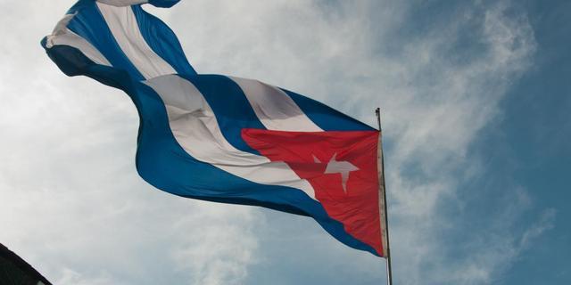 Cubanen in rij om te reizen