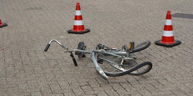 Fietser zwaargewond bij botsing met auto in Capelle aan den IJssel