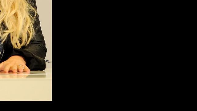 Jessica Simpson laat dikke buik zien