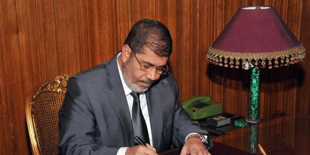Mursi ondertekent nieuwe Egyptische grondwet